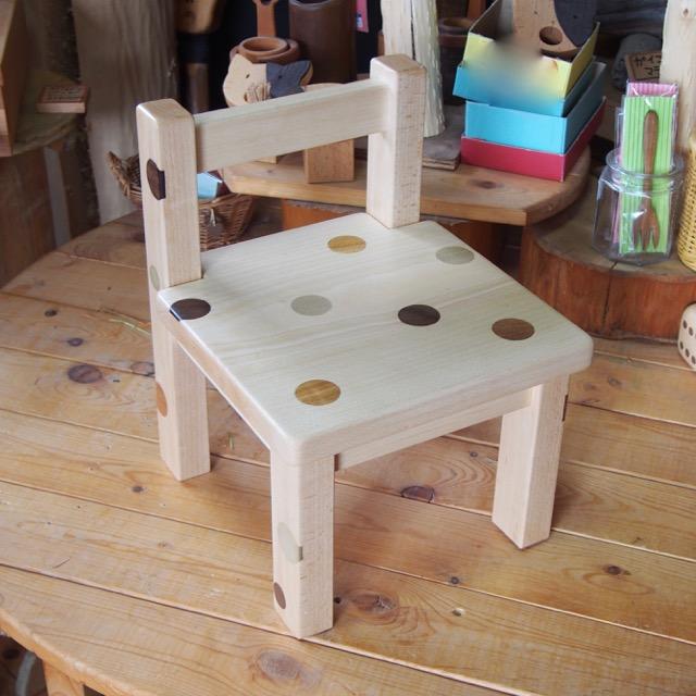 水玉模様の子供椅子